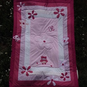 Pink patchwork takaró, virág, bagoly és pillangó mintával, Otthon & lakás, Lakberendezés, Lakástextil, Takaró, ágytakaró, Varrás, Egyedi készítésű takaró lányoknak\nméret: 180x100cm\nEz a takaró alkalmas ágy letakarására és takarózá..., Meska
