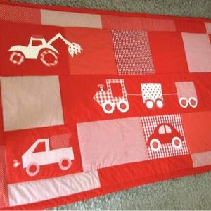 Járműves patchwork  takaró, piros-fehér falvédőnek is megfelel, , Otthon & Lakás, Falvédő, Lakástextil, Varrás, Patchwork, foltvarrás, Meska