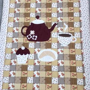 patchworkmintás takaró, falvédő teáskannával  a közepén, Otthon & Lakás, Lakástextil, Ágytakaró, Varrás, Meska