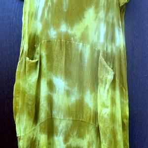 Zöldek és sárgák, Táska, Divat & Szépség, Női ruha, Ruha, divat, Ruha, Festett tárgyak, Foltberakás, Vászon tunika,három részből szabva.,\nbújtatott két zsebbel.\nSzíne: babán-zöld és mustár,színátmenete..., Meska