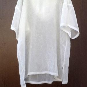 Fátyolka-20%, Táska, Divat & Szépség, Női ruha, Ruha, divat, Póló, felsőrész, Foltberakás, Varrás, Áttetsző,gyűrt anyagú.hófehér,kapucnis lehelet vékony palást,akár az Ünnepekre is !\nMéret: L-XL\nMell..., Meska