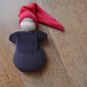 Barna ruhás waldorf marok manó , Játék, Gyerek & játék, Plüssállat, rongyjáték, Baba játék, Baba-és bábkészítés, Varrás, Puha kis manó a legkisebbeknek!\n\nTeste puha gyapjúval van tömve, piros sapkája és barna ruhája pedig..., Meska