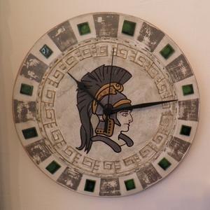 Római légiós katona falióra, Lakberendezés, Otthon & lakás, Falióra, óra, Famegmunkálás, Római légionárius katona kézzel festett portréja. Színes üveglapokkal díszítve. Kézzel festett órala..., Meska