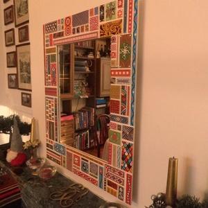 Falitükör - egyedi díszítéssel., Otthon & lakás, Lakberendezés, Képkeret, tükör, Famegmunkálás, Festett tárgyak, Falitükör egyedi díszítéssel. Saját tervezés és kivitelezés\n\nAprólékos munkával készített színes fal..., Meska