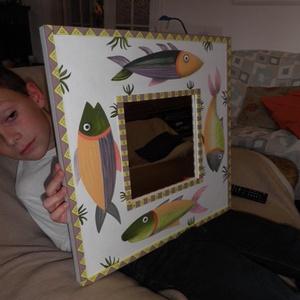 Falitükör - egyedi díszítéssel., Dekoráció, Otthon & lakás, Lakberendezés, Képkeret, tükör, Famegmunkálás, Festett tárgyak, Falitükör egyedi díszítéssel.\n\nAki szereti a halakat annak igen szép dísze lehet a fürdőszobában, de..., Meska