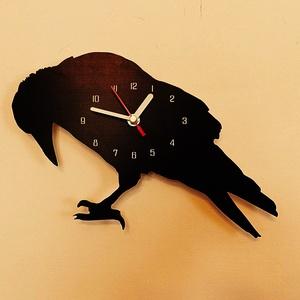 Fekete madár falióra, Lakberendezés, Otthon & lakás, Falióra, óra, Fotó, grafika, rajz, illusztráció, Festett tárgyak, Saját tervezésű falióra. Önálló grafikai tervezés és kivitelezés, beleértve a kivágást is.\nTéma: szí..., Meska