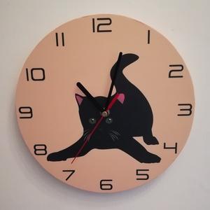 Macskás falióra , Falióra & óra, Dekoráció, Otthon & Lakás, Festett tárgyak, Ez az aranyos fekete macska alig várja, hogy valaki kitegye a falára.\nSaját tervezésű és kivitelezés..., Meska