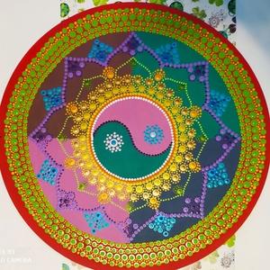 Yin-jang mandala, Otthon & Lakás, Dekoráció, Mandala, Festett tárgyak, Festészet, A jin-jang mintha két jel lenne, egymást kiegészítve, egymásba olvadva, átalakulva. Mindenki másnak ..., Meska