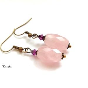 Variációk rózsakvarcra # 3 - rózsakvarc, swarovski ametiszt, Lógós fülbevaló, Fülbevaló, Ékszer, Ékszerkészítés, Gyöngyfűzés, gyöngyhímzés, Fazettázott rózsakvarc ásványgyöngyből (1,5 cm) és lila színű swarovski amethyst kristályból (4 mm) ..., Meska