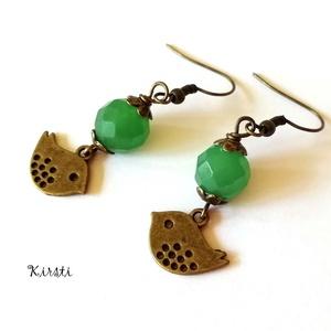 Kikelet fülbevaló #2 - bronz madár és zöld aventurin, Lógós fülbevaló, Fülbevaló, Ékszer, Ékszerkészítés, Gyöngyfűzés, gyöngyhímzés, Romantikus, üde fülbevalót készítettem bronz virágszirmok közé fogott zöld színű, fazettázott aventu..., Meska