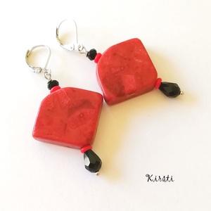 Kelet varázsa fülbevaló - piros korall, fekete és piros üveggyöngy, csepp, Ékszer, Ékszerszett, Fülbevaló, Ékszerkészítés, Gyöngyfűzés, gyöngyhímzés, Keleti ihletésű fülbevalót készítettem piros korall ásványból, piros üveglencséből, illetve fekete s..., Meska