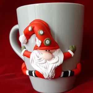 Karácsonyi bögre, Karácsony & Mikulás, Kerámia, Sütött gyurmával készült ez a kedves kis manó figura a kerámia bögrén. Kedves ajándék lehet a fa ala..., Meska