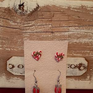 Pirosban fülik, Ékszer, Ékszerszett, Gyurma, 2 pár ékszergyurmából készült fülit tartalmaz a csomag, az egyik bedugós, a másik akasztós. Nikkelme..., Meska