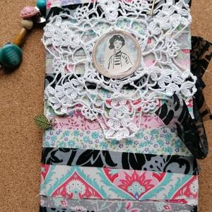 Vintage napló (junk journal) , Otthon & Lakás, Papír írószer, Jegyzetfüzet & Napló, Könyvkötés, Papírművészet, Vintage stílusú napló kávéval festett lapokkal, színes mintás scrap bookpapírokkal, kártyákkal. A bo..., Meska