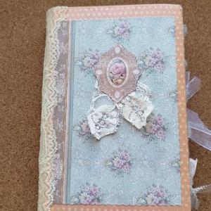 Vintage emléknapló, Otthon & Lakás, Papír írószer, Jegyzetfüzet & Napló, Papírművészet, Vintage emléknapló kávéval festett oldalakkal, kártyákkal, csipkével, régi könyvoldalakkal, színes, ..., Meska