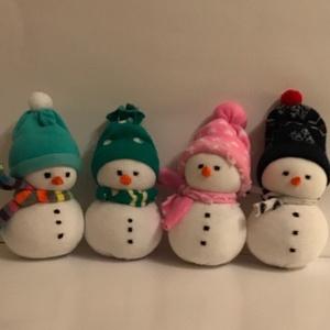 Kis hóember, Játék & Gyerek, Plüssállat & Játékfigura, Ember, Varrás, 15 cm magas, pamut zokniból készült színes kis figurák kiváló Mikulás és Karácsonyi ajándék lehet, n..., Meska