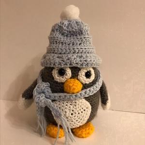 Kék sapkás pingvin, Játék & Gyerek, Plüssállat & Játékfigura, Más figura, Horgolás, Kérésre készült ez a helyes kis fiú pingvin. De készült kislány párja is.\nMindkettő képét feltöltöm,..., Meska