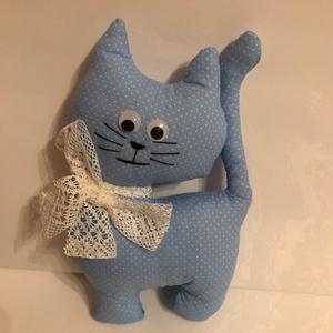 Kék-fehér pöttyös cica, Játék & Gyerek, Plüssállat & Játékfigura, Cica, Varrás, Helyes ajándék kicsiknek, nagyoknak. 18 cm magas, textil anyagból varrt, 100% Polyesterrel töltött f..., Meska