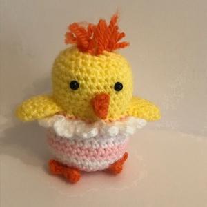 Húsvéti csibe lány, Játék & Gyerek, Plüssállat & Játékfigura, Más figura, Horgolás, Húsvétra leginkább nyuszit meg tojást ajándékozunk, de változatosság képpen adhatunk mást is, példáu..., Meska