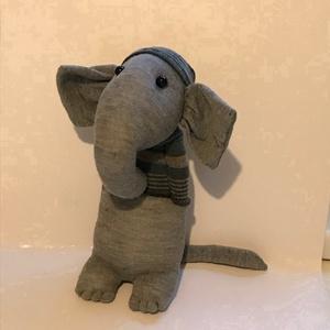 Szűrke elefánt, Játék & Gyerek, Plüssállat & Játékfigura, Elefánt, Varrás, Elefántot már sokféle módon készítettek. Én is megpróbálkoztam vele. Remélem, a kedves Vásárlóknak i..., Meska