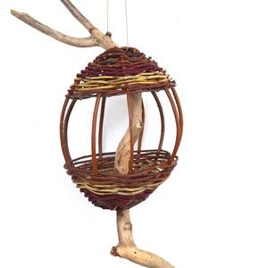 Rusztikus madáretető natúr fűzvesszőből görbefából, Otthon & lakás, Lakberendezés, Állatfelszerelések, Fonás (csuhé, gyékény, stb.), Itt van a tél, a madarak újra a segítségünkre szorulnak!\n\nEzt az izgalmas, rusztikus madáretetőt nat..., Meska