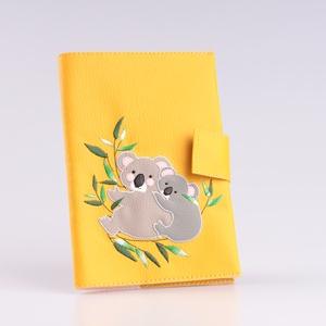 Sárga alapon koala mintás egészségügyi kiskönyv borító és irattartó névhímzéssel, Könyv- és füzetborító, Papír írószer, Otthon & Lakás, Varrás, A tok kisbabád egészségügyi kiskönyvének és iratainak tárolására alkalmas. 5db irat+ a TAJ kártya fé..., Meska