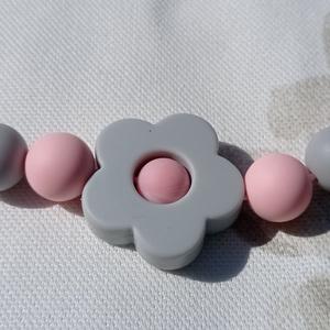 Púderrózsaszín-szürke virágos anyalánc, szilikon lánc, hordozós nyaklánc, Játék & Gyerek, 3 éves kor alattiaknak, Rágóka, Gyöngyfűzés, gyöngyhímzés, Bababarát szilikon gyöngyből készült szürke-rózsaszín nyaklánc. Műanyag kapoccsal záródik,teljesen a..., Meska