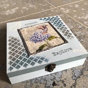 """""""Kék kolibri-álom"""" fényképtartó doboz, Otthon & lakás, Lakberendezés, Tárolóeszköz, Doboz, Decoupage, transzfer és szalvétatechnika, Festett tárgyak, Egy nagyon kedves barátnőmnek készítettem pár hónapja ezt a fényképtartó dobozt. Mivel szereti a hag..., Meska"""