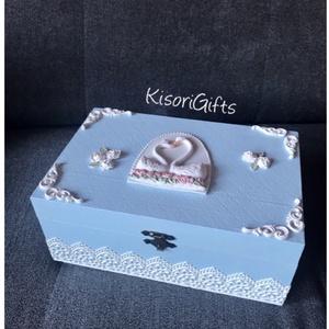 Kék hattyús esküvői dobozka (Névre szóló), Esküvő, Nászajándék, Esküvői dekoráció, Otthon & lakás, Lakberendezés, Tárolóeszköz, Doboz, Decoupage, transzfer és szalvétatechnika, Festett tárgyak, Egyedien megálmodott, idei tervezésű esküvői/ nászajándék dobozka. Hatos osztott, az osztás nem kive..., Meska