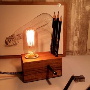 Design tölgyfa ceruzatartó Edison izzóval, Otthon & lakás, Lakberendezés, Asztaldísz, Lámpa, Hangulatlámpa, Famegmunkálás, Egyedi design tölgyfa ceruzatartó Edison izzóval. Íróasztalunk dísze lehet, otthonunkat, munkahelyün..., Meska