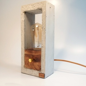 Design beton- tölgyfa hangulatlámpa fényerőszabályzós, Lakberendezés, Otthon & lakás, Lámpa, Hangulatlámpa, Famegmunkálás, Szobrászat, Egyedi beton. tölgyfa lámpa, asztalra földre helyezhető. A lámpa ötvözi a beton ridegségét a tölgyfa..., Meska