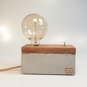 Beton- tölgyfa hangulatlámpa Edison izzóval , Lakberendezés, Otthon & lakás, Lámpa, Hangulatlámpa, Famegmunkálás, Kőfaragás, Egyedi, betonból és tölgyfából készült dekor lámpa, billenő kapcsolóval. A régmúlt idők hangulatát i..., Meska