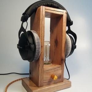 Fejhallgató tartó lámpa Edison izzóval, Otthon & lakás, Lakberendezés, Lámpa, Asztali lámpa, Hangulatlámpa, Festett tárgyak, Famegmunkálás, Egyedi készítésű fa asztali, fejhallagtó tartó lámpa. Hangulatos megjelenésével, retro stílusával az..., Meska