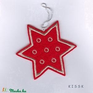 Piros - ezüst csillag karácsonyfa dísz, Otthon & Lakás, Karácsony & Mikulás, Karácsonyfadísz, Hímzés, Nemezelés, Saját tervezésű, egyedi hímzett filc csillag, dísz. \nMérete: 9,5 x 9,5 cm\nAjándéknak, ajándékkísérőn..., Meska