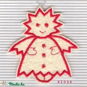 Angyalka filc karácsonyi dísz, Otthon & Lakás, Karácsony & Mikulás, Karácsonyfadísz, Hímzés, Baba-és bábkészítés, Saját tervezésű, egyedi, piros cérnával hímzett filc dísz.\n\nMérete: 9 x 8 cm\n\nAjándéknak, ajándékkís..., Meska