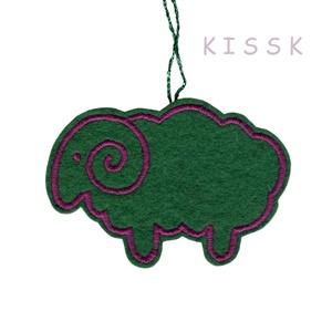 Zöld bárány karácsonyfa dísz, Karácsony & Mikulás, Hímzés, Mindenmás, Saját tervezésű, egyedi, hímzett filc dísz, dekoráció.\nA színoldala zöld alapon lila cérnával hímzet..., Meska