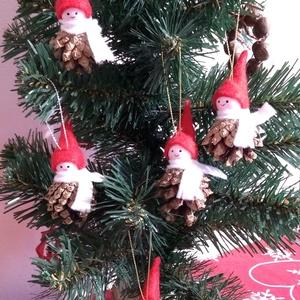 Manócskák tobozból karácsonyfadísznek, vagy ajándékcsomagok díszítéséhez, Karácsony & Mikulás, Karácsonyfadísz, Mindenmás, Apró manók karácsonyfadísznek, vagy ajándékcsomagok díszítéséhez. Fejecskéjük fagolyó, a sál és a sa..., Meska