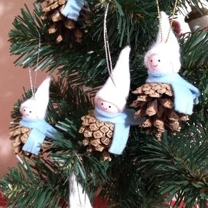 Toboz manók karácsonyfadísznek, vagy ajándékcsomagok díszítéséhez, Karácsony & Mikulás, Karácsonyfadísz, Mindenmás, Apró manók karácsonyfadísznek, vagy ajándékcsomagok díszítéséhez. Fejecskéjük fagolyó, a sál és a sa..., Meska