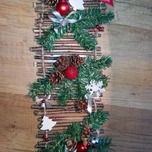 Karácsonyi ajtódísz, Karácsonyi kopogtató, Karácsony & Mikulás, Otthon & Lakás, Mindenmás, Karácsonyi ajtódísz\n\nHossza 43cm, szélessége 18cm\nSzínben, méretben, egyedi elképzelés szerint is ké..., Meska