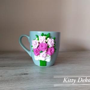 Virág csokor bögre, Bögre & Csésze, Konyhafelszerelés, Otthon & Lakás, Gyurma, A bögrén található díszítés süthető gyurmából készült. Egy csokorba szedett rózsákat készítettem, mi..., Meska