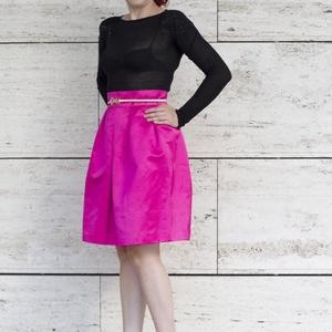 A-vonalú szoknya, Táska, Divat & Szépség, Ruha, divat, Női ruha, Szoknya, Varrás, Pink ( magenta) színű A vonalú szoknya. \nAz anyaga vastag, és fényes szatén anyag, tartása van, ahog..., Meska