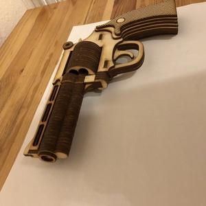 Magnum pisztoly fából, Otthon & Lakás, Dekoráció, Dísztárgy, Famegmunkálás, Mindig az egyedi termékekre törekszek. \nMost is egy nem hétköznapi terméket szeretnék megmutatni.\nEg..., Meska