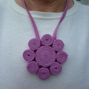 Rózsaszín farmer nyaklánc, Ékszer, Nyaklánc, Táska, Divat & Szépség, Ruha, divat, Egyéb, Ékszerkészítés, Varrás, A farmer időtálló, nem megy ki a divatból. Rózsaszín farmeranyagból készítettem ezt a nyakláncot, am..., Meska