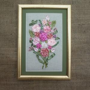 Rózsás falikép szalaghímzéssel, Otthon & lakás, Dekoráció, Kép, Hímzés, Varrás, Natúr lenvászon alapra szaténszalaggal rózsákat hímeztem. Egyedi, különleges. Ajánlom születésnapra,..., Meska