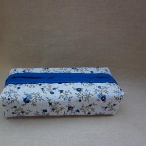 Zsebkendőtartó - kék virágos, Otthon & Lakás, Tárolás & Rendszerezés, Zsebkendőtartó, Varrás, Kétféle minőségi pamutvászon anyagból készült ez a zsepi tartó. Kívül apró kék virágos anyag van, be..., Meska