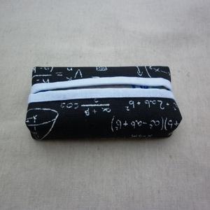 Zsebkendőtartó - matekos, Otthon & Lakás, Tárolás & Rendszerezés, Zsebkendőtartó, Varrás, Kétféle pamutvászon anyagból készült ez a zsepi tartó. Kívül fekete alapon matek egyenletek, képlete..., Meska