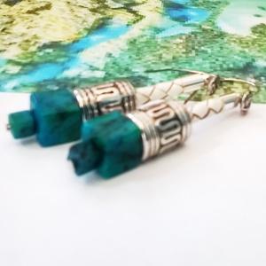 Egyedi fonott bőr és festett brazil azurit ásvány fülbevaló (klarion) - Meska.hu