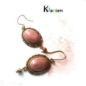 Rodonit ásványgyöngyös- köves fülbevaló, Ékszer, Ékszerszett, Medál, Fülbevaló, Ékszerkészítés, Gyöngyfűzés, gyöngyhímzés, Rodonit ásvány kő rózsaszínje fülbevaló formájában. A fülbevaló ovális medáljában az ásvány kő méret..., Meska