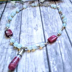 Onyx-karneol csepp, perzsa jade szögletes, fehér opál 8mm ásványgyöngy nyaklánc, Medálos nyaklánc, Nyaklánc, Ékszer, Ékszerkészítés, Gyöngyfűzés, gyöngyhímzés, 12x18 mm-es, szögletes perzsa jade, 8 mm-es gömbölyű fehér opál, 3,5 cm hosszú lila onyx-karneol cse..., Meska