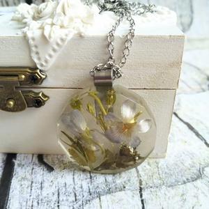 Örök tavasz nemesacél nyaklánc virágos gyanta medállal, ibolya - Meska.hu